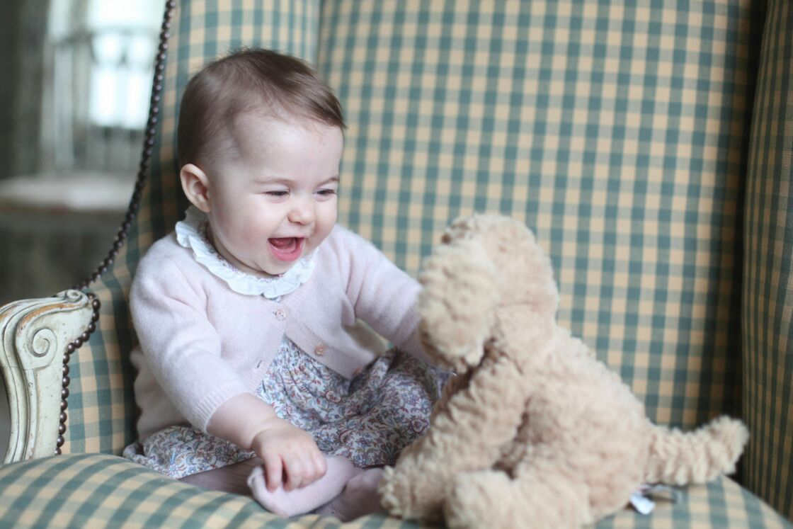 La princesse Charlotte prise en photo pour ses six mois le 29 novembre 2015
