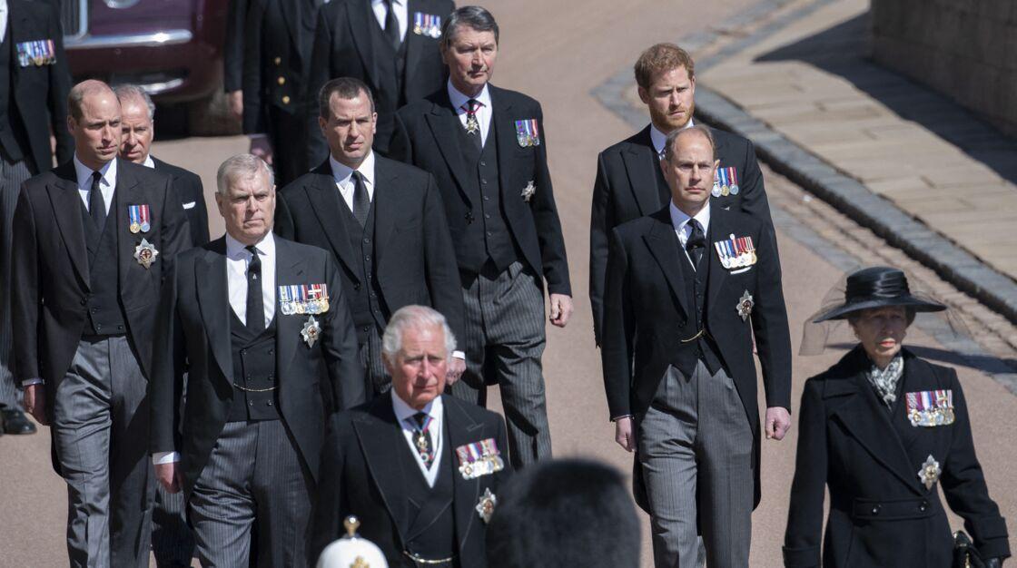 Le prince Andrew, avec son frère, le prince Charles et les princes William et Harry aux obsèques du prince Philip, le 17 avril 2021