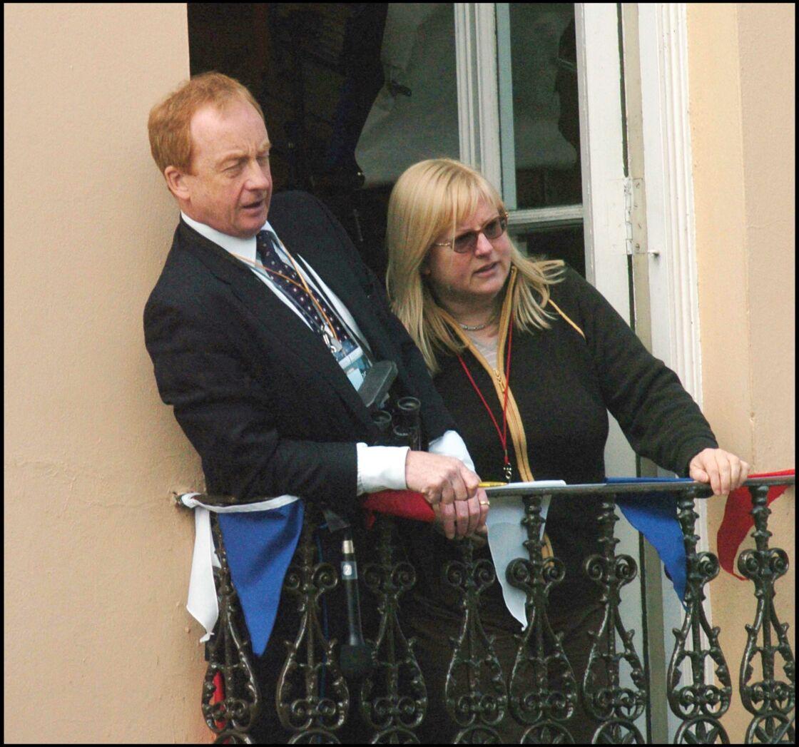 Nicholas Witchell (à gauche) lors du mariage du prince Charles et de Camilla Parker-Bowles, en 2005.