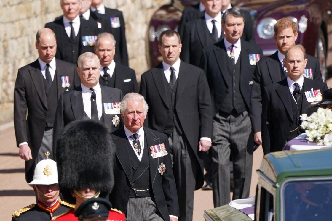 Déçu, le prince Charles soutient William et incrimine Harry
