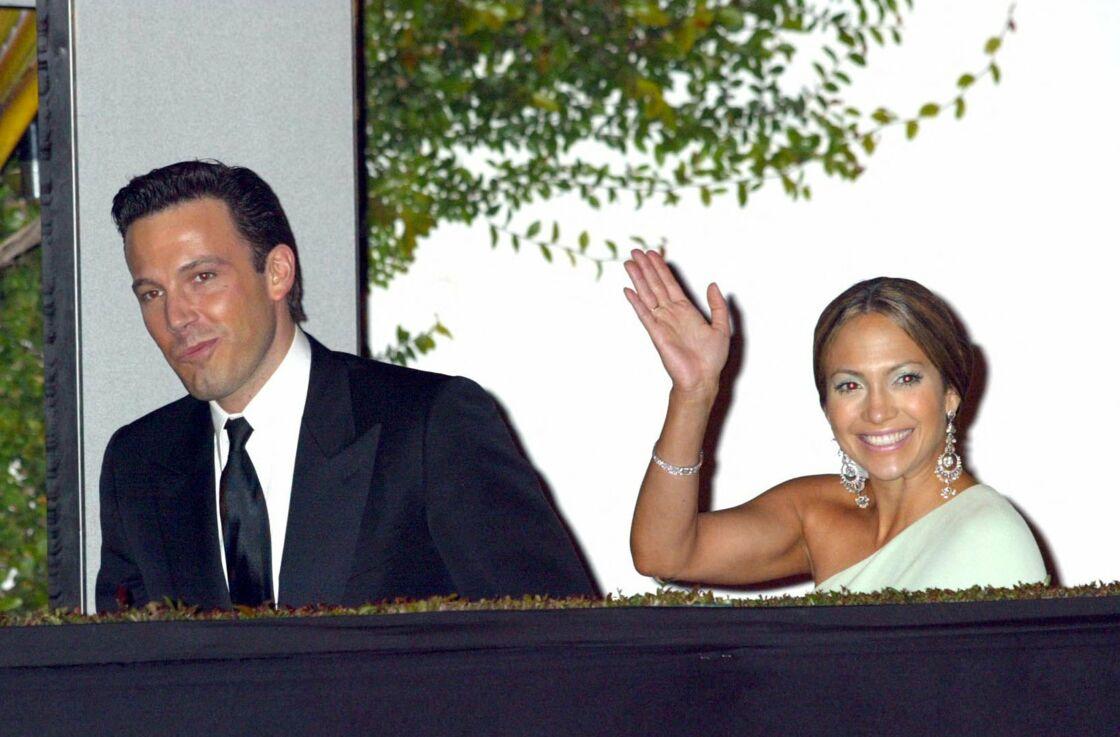 Jennifer Lopez et Ben Affleck, lors d'une soirée organisée par Vanity Fair, à Los Angeles, le 24 mars 2003.