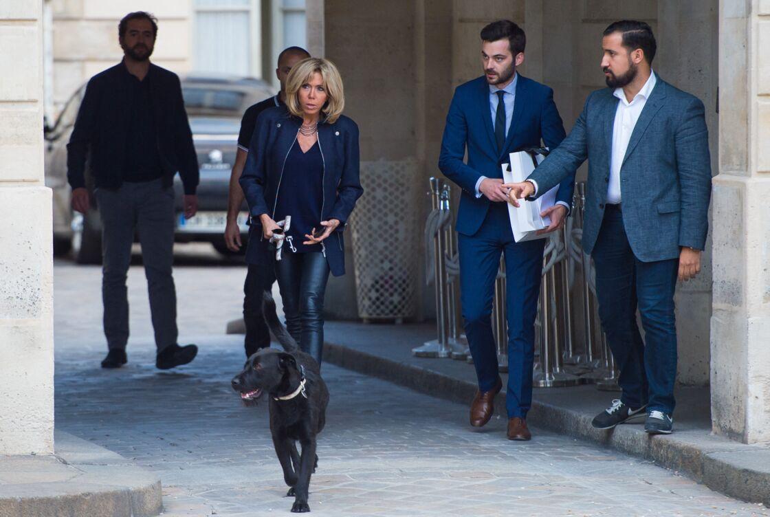Photo de Brigitte Macron et Alexandre Benalla datant du mois d'octobre 2017.
