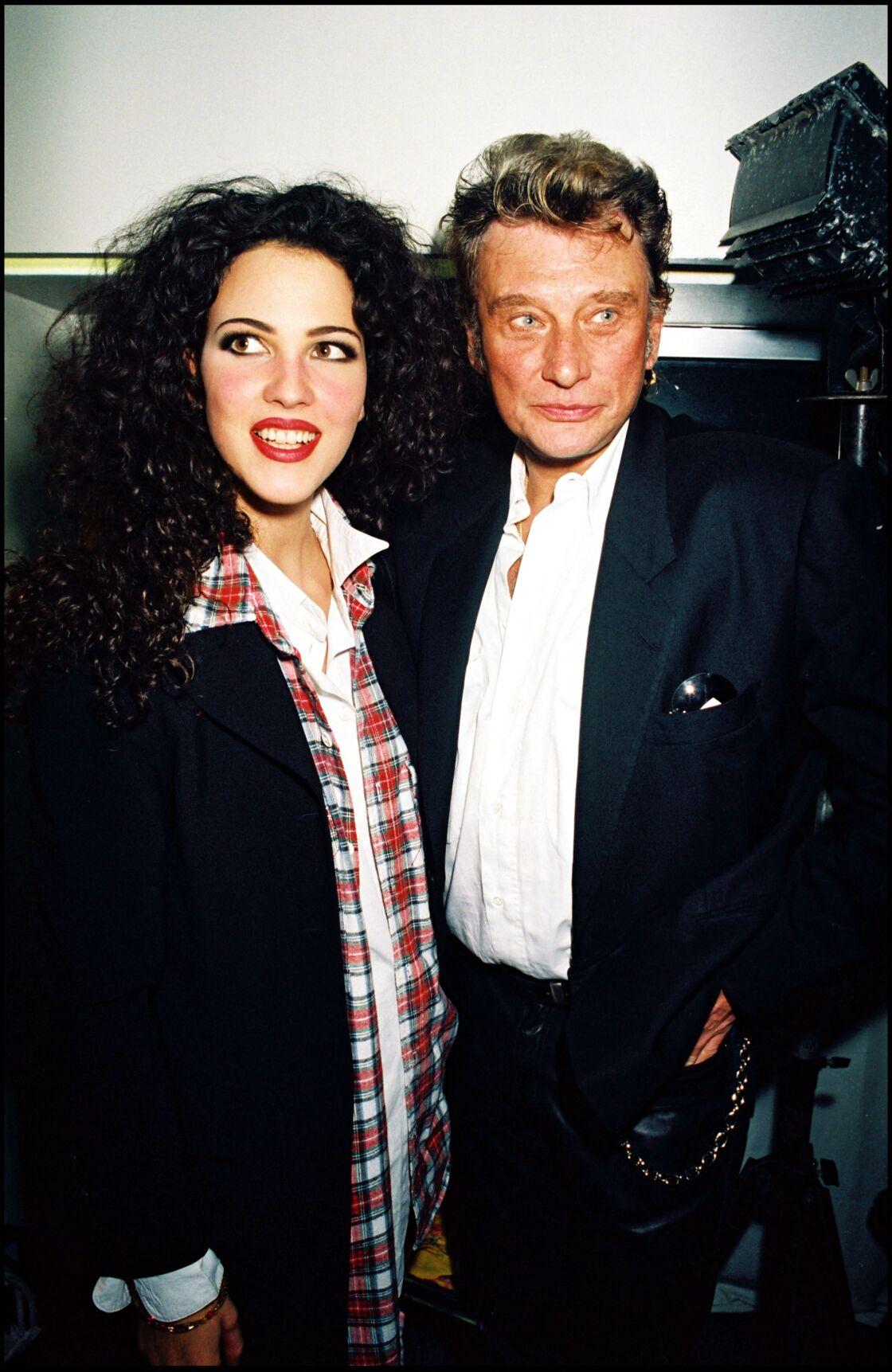 Linda Hardy et Johnny Hallyday, en backstage du défilé de mode Katoucha, en 1995.