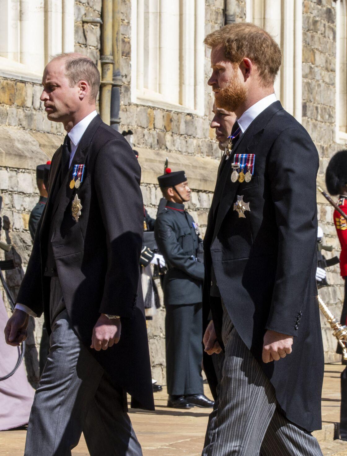 Les relations du prince Harry avec son frère et son père sont glaciales