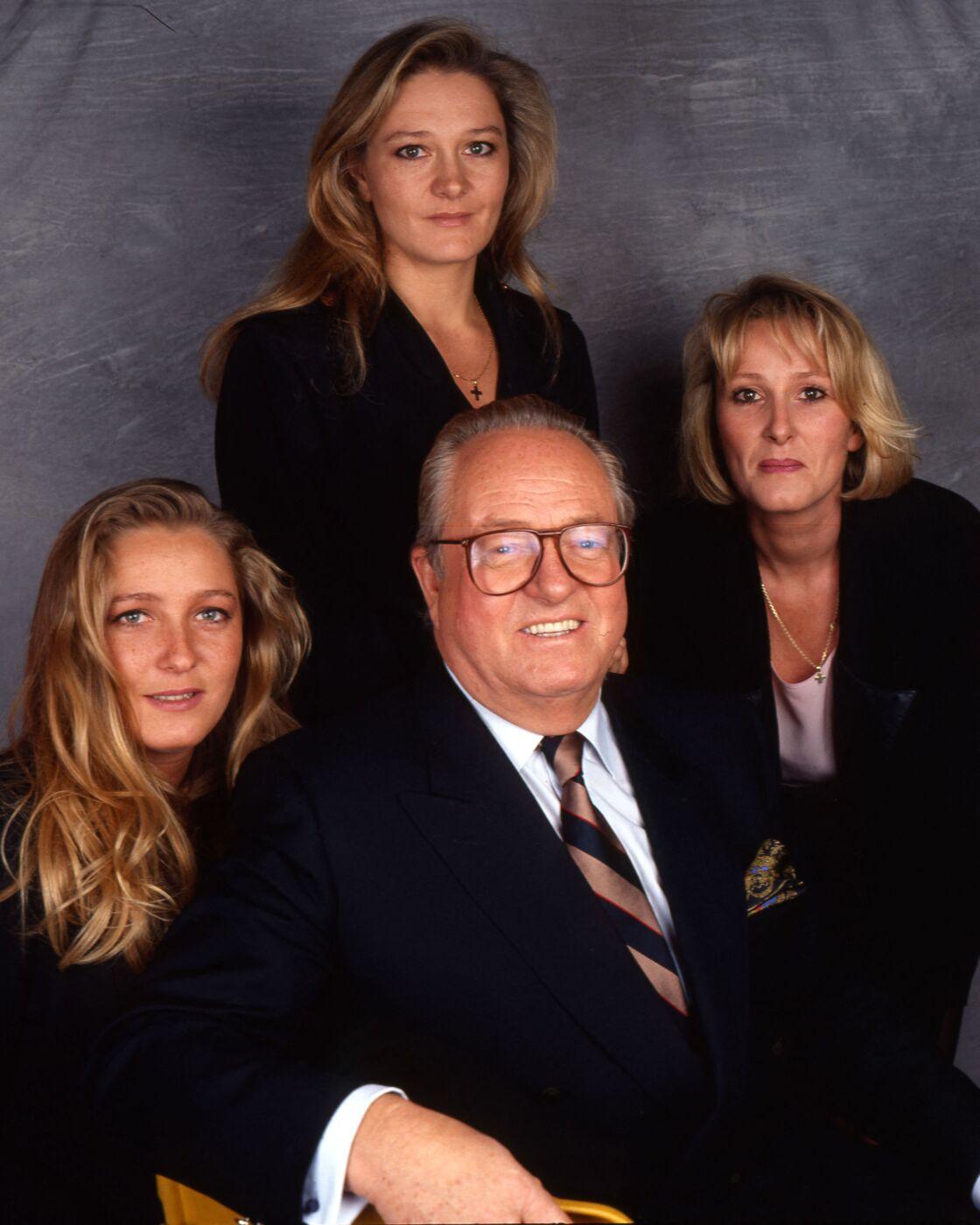 Jean-Marie Le Pen avec ses filles Marine, Marie-Caroline et Yann.