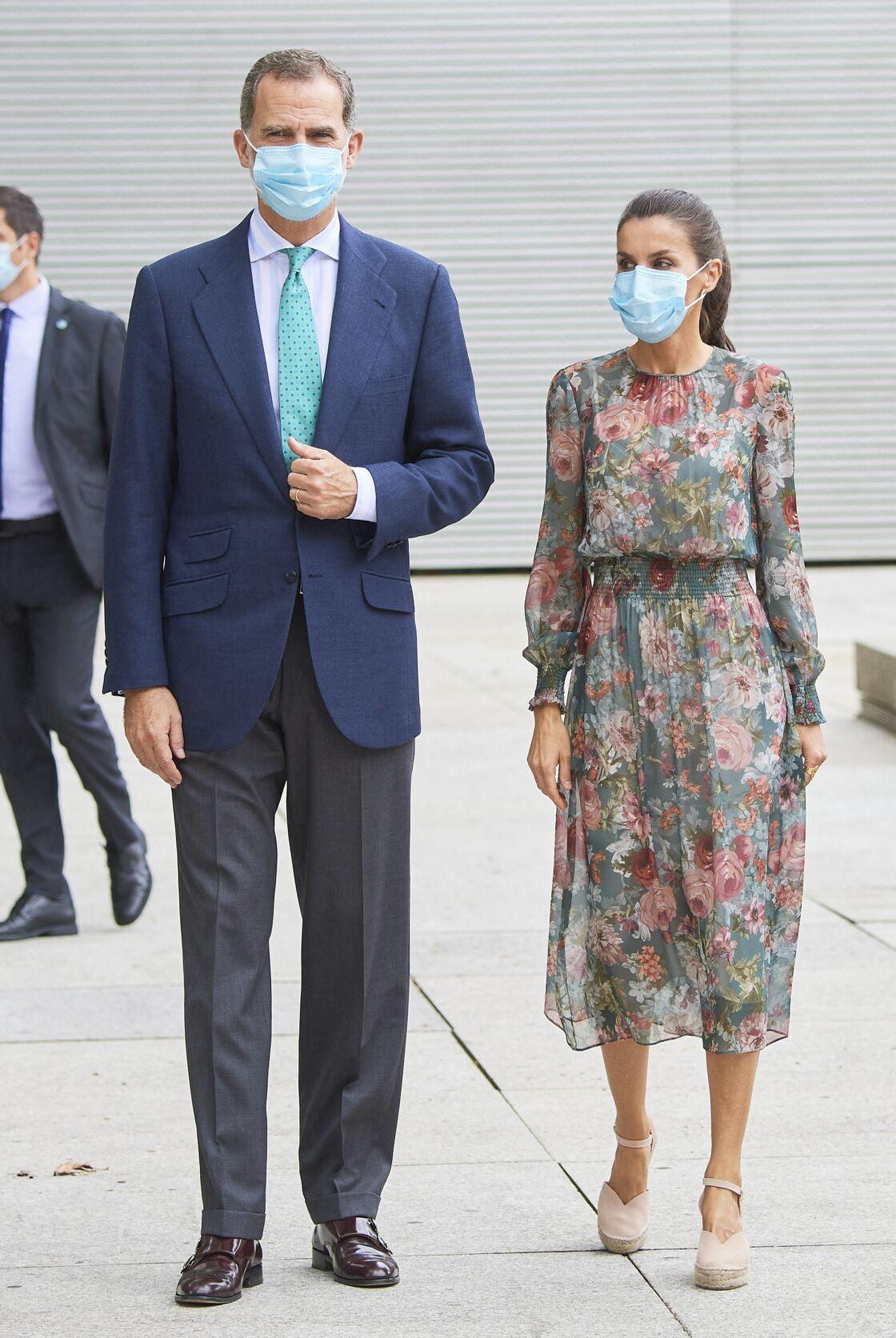La robe fleurie Zara de Letizia d'Espagne, portée pour la première fois en juillet 2020.
