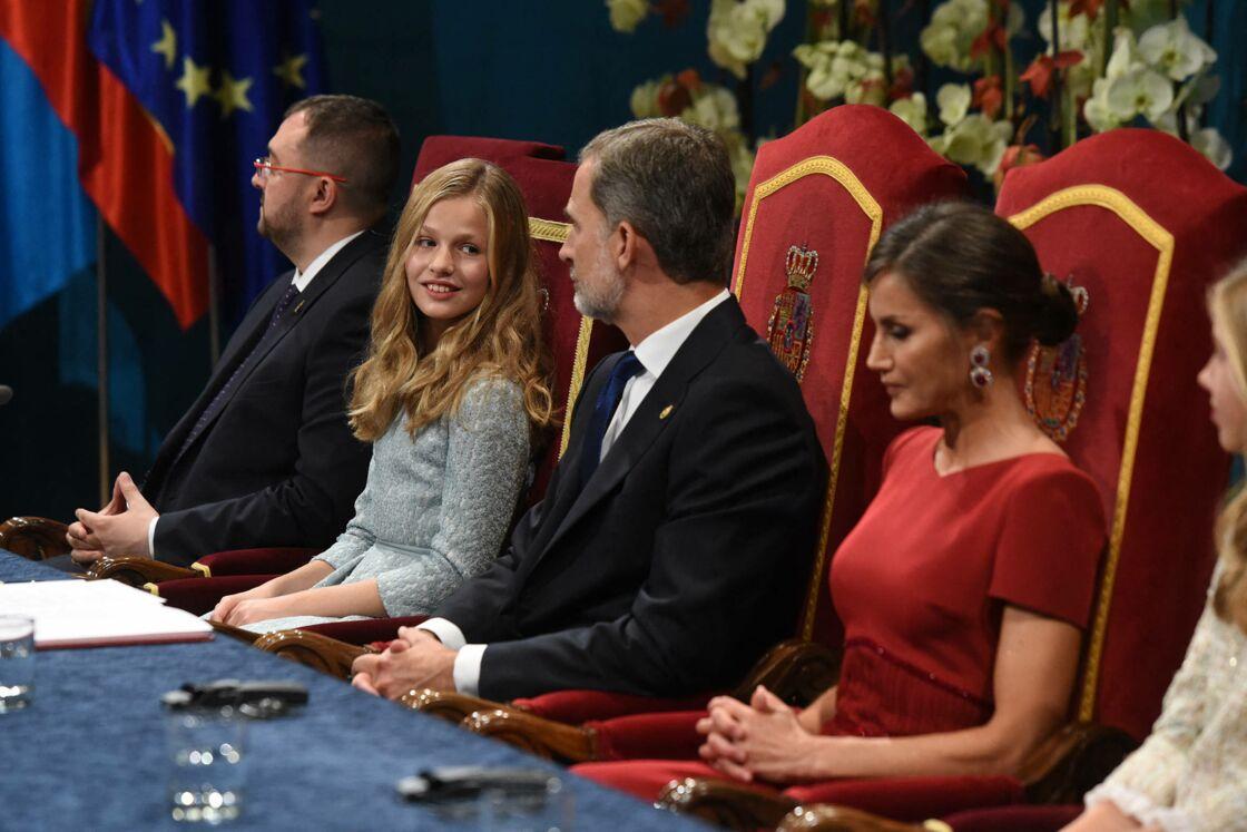 Le roi Felipe VI d'Espagne aux côtés de Letizia et Leonor en octobre 2019.