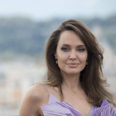 PHOTOS – Angelina Jolie blonde platine: elle est métamorphosée
