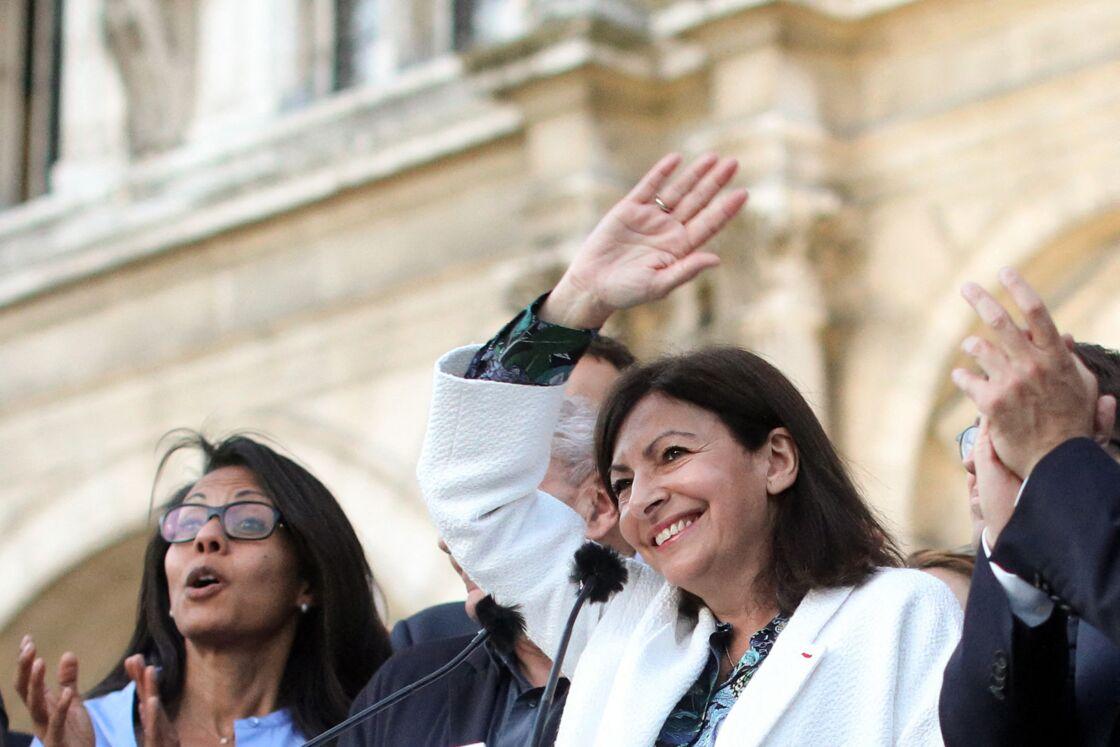 Audrey Pulvar et Anne Hidalgo, en juin 2020, à l'occasion de la réélection de la maire de Paris.