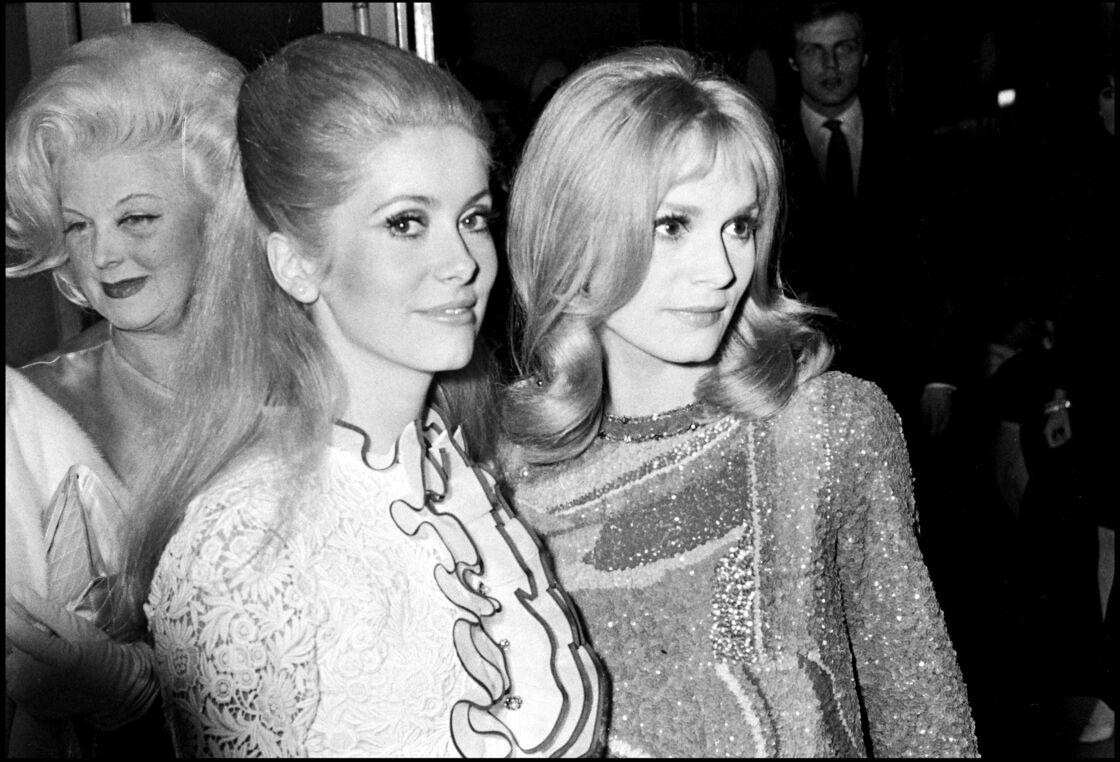 Catherine Deneuve et sa soeur Françoise Dorléac, lors de la première du film