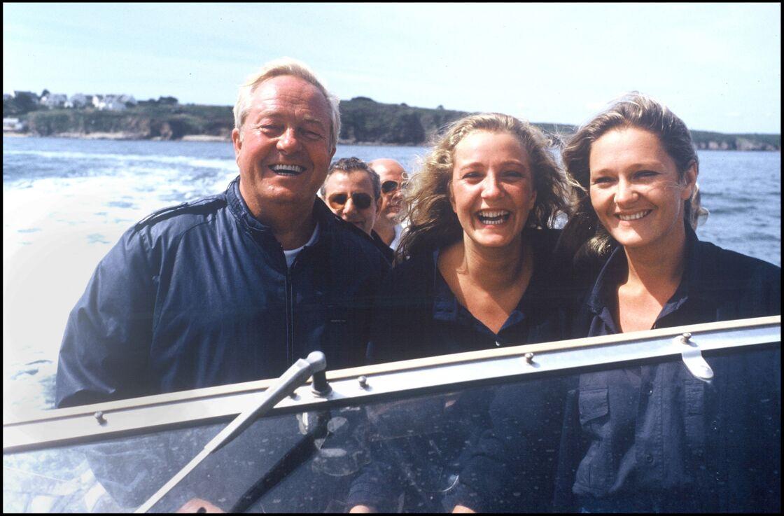 Jean-Marie Le Pen avec ses filles Marine et Marie-Caroline en 1987 à la Trinité-sur-Mer.