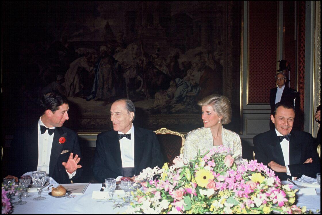 En novembre 1988, le prince Charles et Lady Diana dînent au palais de l'Élysée avec le président de la République, François Mitterrand.