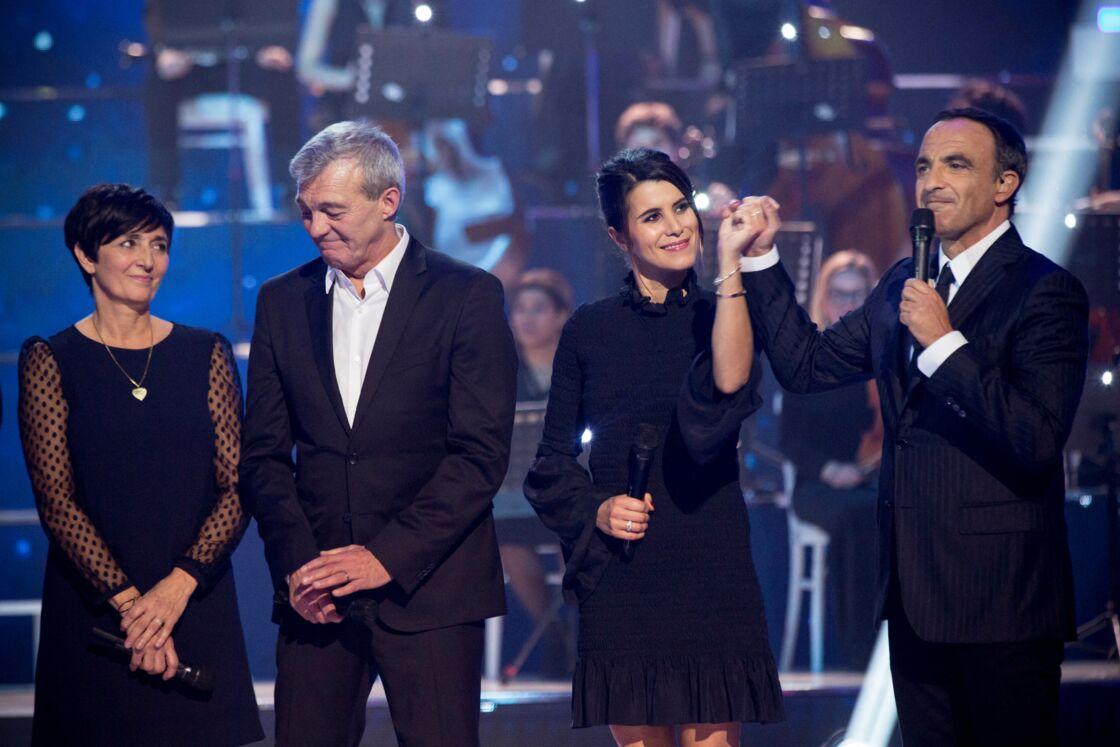 Karine Ferri avec Laurence et Pierre Lemarchal, pour une émission consacrée à leur fils Grégory et présentée par Nikos Aliagas, en 2017.