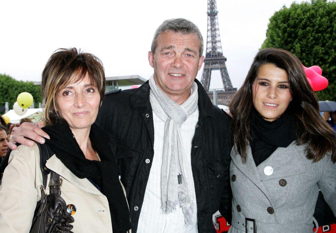 Laurence Lemarchal, son mari Pierre Lemarchal et Karine Ferri au Champs de Mars, en mai 2009