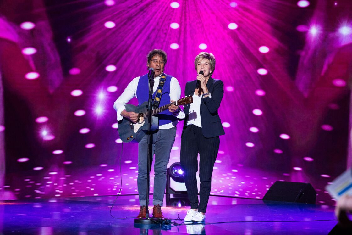 Laurent Voulzy et Véronique Jannot lors de l'enregistrement de l'émission La boîte à Secrets à Paris, en septembre 2020..
