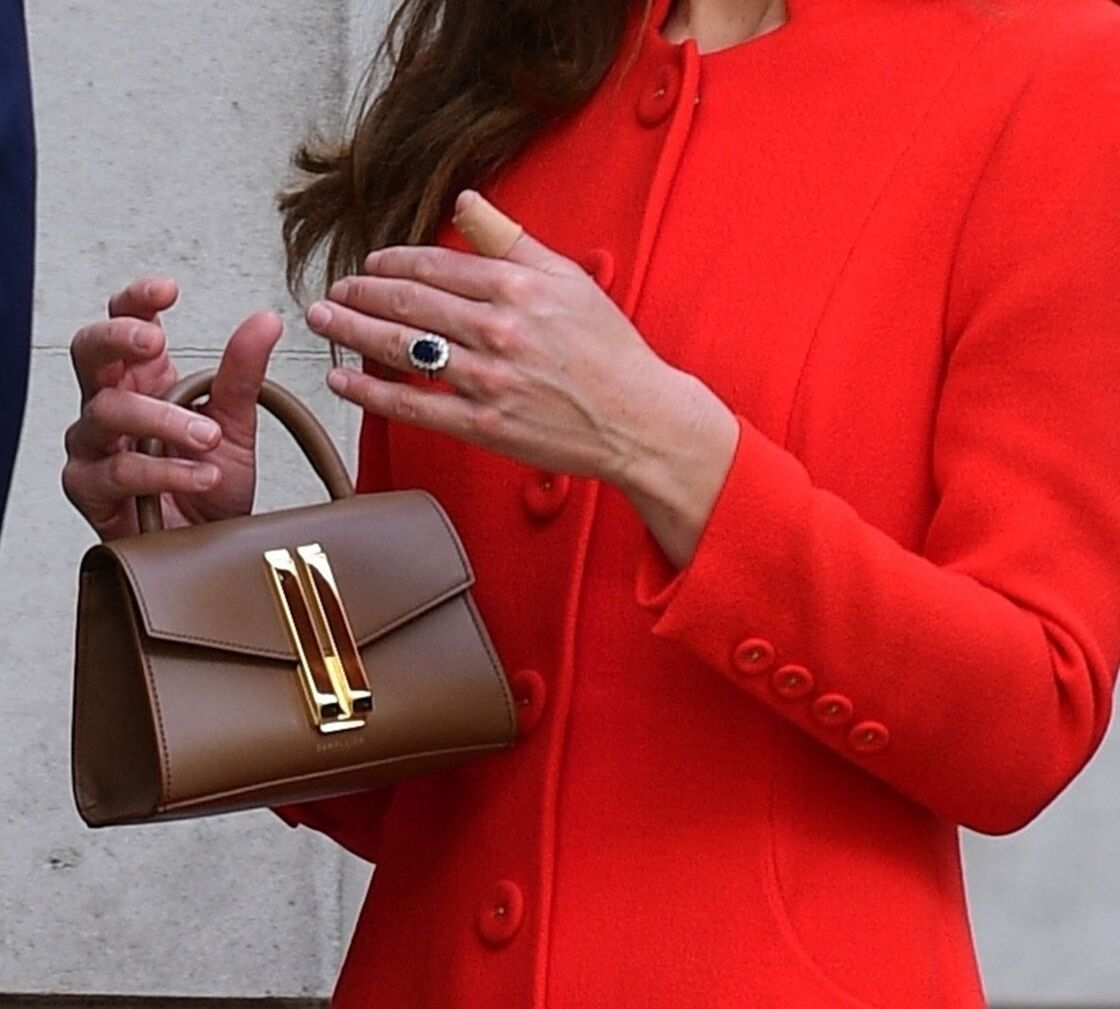Kate Middleton a choisi le sac nana Montreal de DeMellier London, la marque fétiche de Meghan Markle