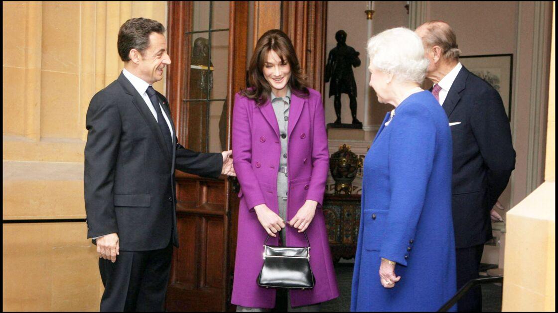 Carla Bruni, en visite à Londres auprès de la reine d'Angleterre, de son époux le prince Philip, avec Nicolas Sarkozy, en 2008.