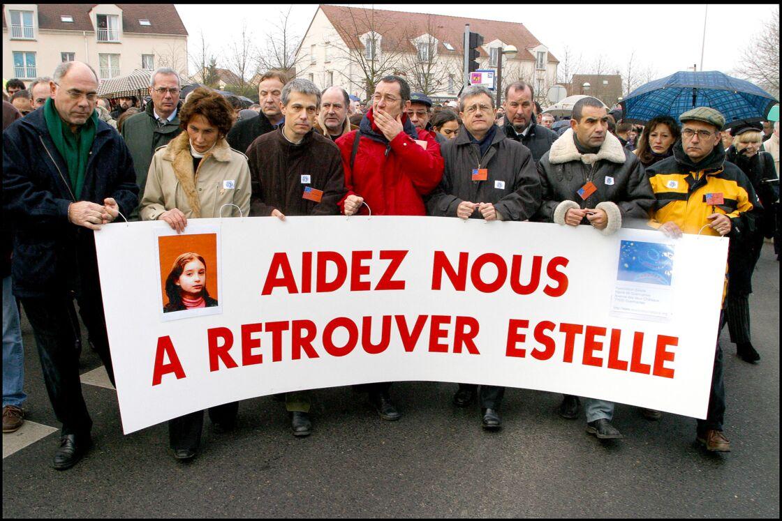 Le père d'Estelle Mouzin, Éric Mouzin, lors d'une marche blanche pour retrouver sa fille le 10 janvier 2004