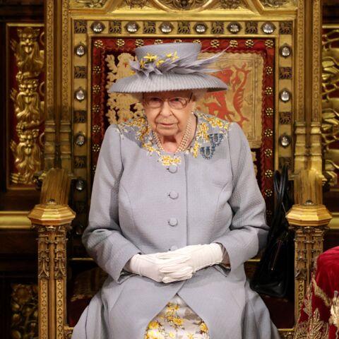 Elizabeth II de retour au Parlement: elle porte ses broches fétiche offertes par ses parents