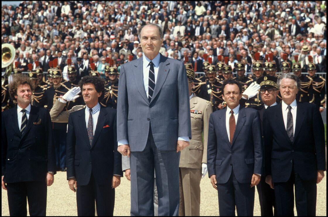 François Mitterrand, Jean-Pierre Cot, Jack Lang, Michel Rocard et Roland Dumas à Caen, le 6 juin 1988