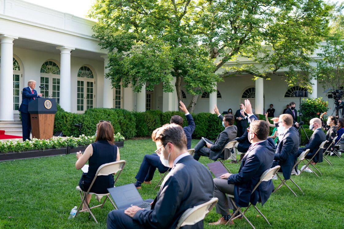 Donald Trump donnant une conférence de presse dans les jardins de la Maison Blanche, 14 juillet 2020