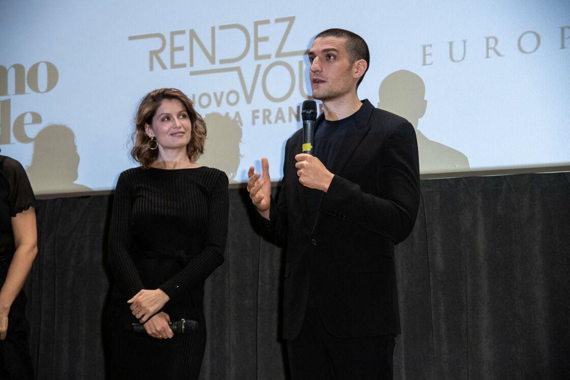 Laetitia Casta admirative devant son mari Louis Garrel à Milan, en Italie, le 6 avril 2019