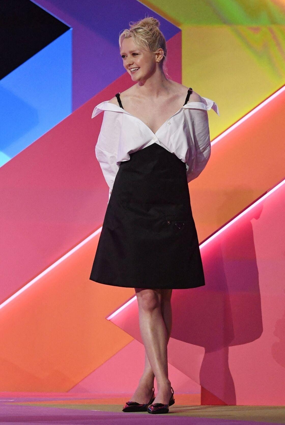 Les cheveux blond platine de Maisie Williams ont surpris tout le monde lors des Brit Awards 2021