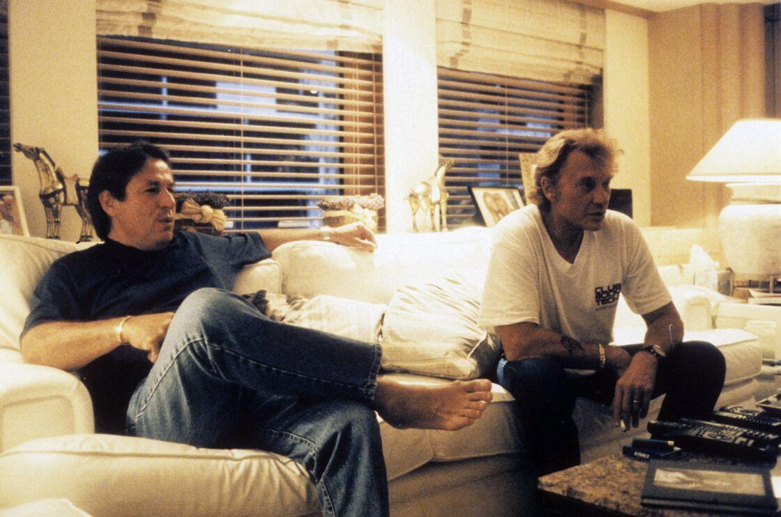 Les deux amis Johnny Hallyday et Marc Francelet, sur le bateau Only You, en juin 1997