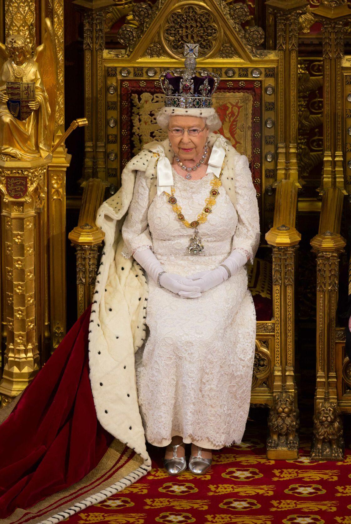 La reine Elisabeth II, lors de la cérémonie d'ouverture du parlement à Londres en mai 2015