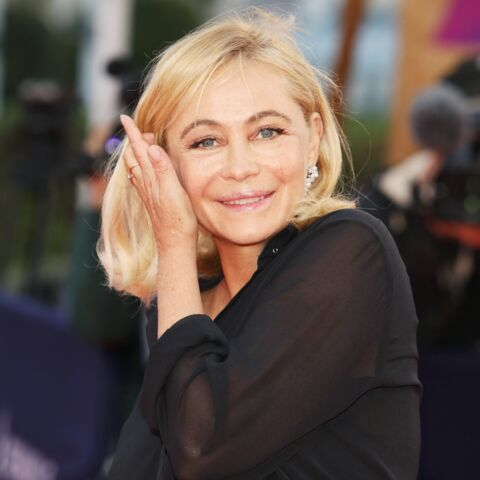PHOTOS – Emmanuelle Béart blonde platine et carré court: elle adopte la tendance cheveux de l'été 2021