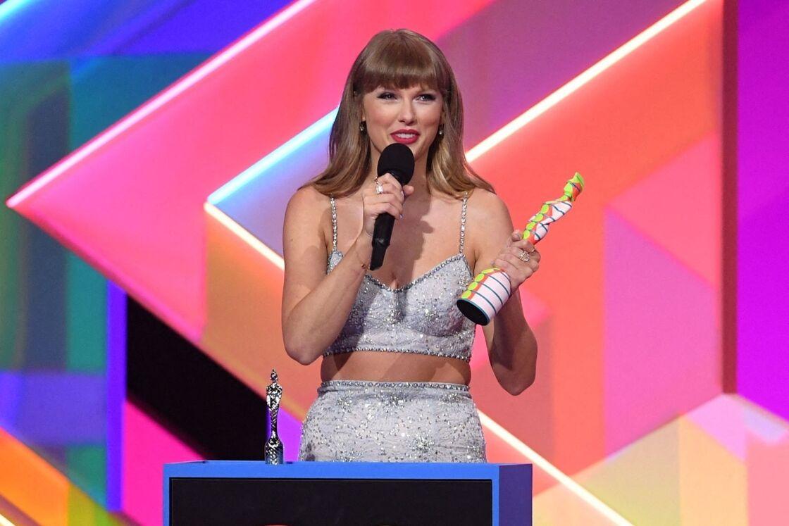 Taylor Swift en total look Miu Miu