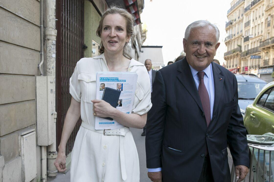 Nathalie Kosciusko-Morizet, accompagnée de Jean-Pierre Raffarin, lorsqu'elle était candidate aux élections législatives dans la 2ème circonscription de Paris, le 6 juin 2017.