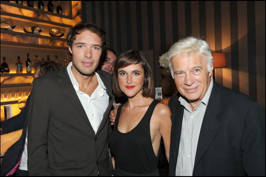 Guy Bedos, entouré de ses enfants Nicolas et Victoria, lors d'une soirée à Paris, en 2010.