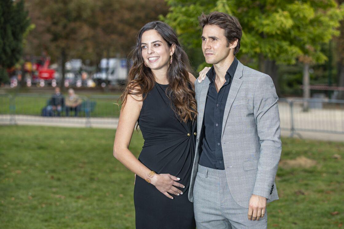 Anouchka Delon, enceinte, et son compagnon Julien Dereims, au défilé Elie Saab lors de la Fashion Week de Paris, le 28 septembre 2019.