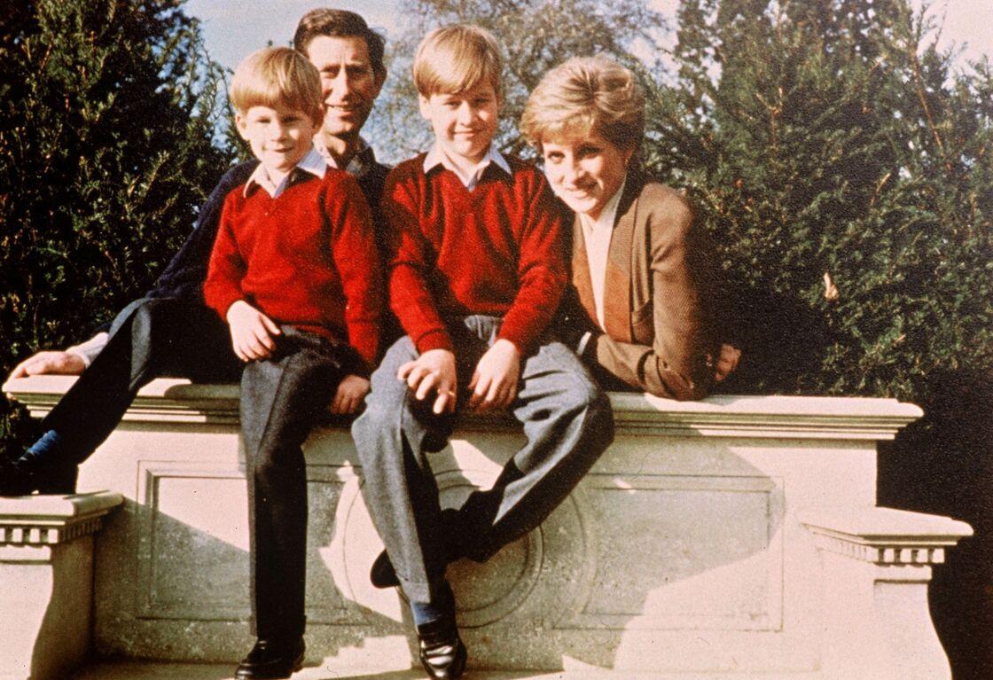 Le prince Charles, Diana et leurs fils les princes William et Harry, en 1991
