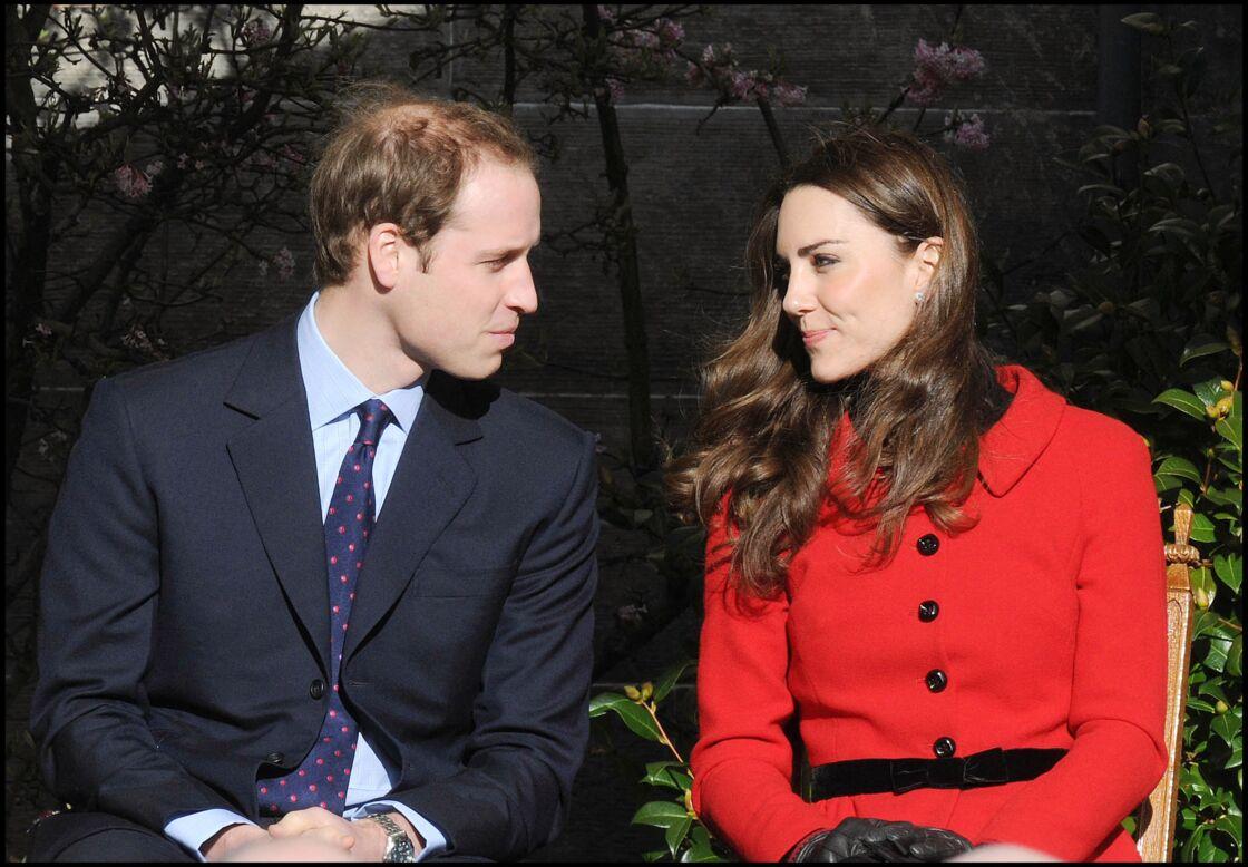 Le prince William et Kate Middleton visitent l'université de Saint-Andrews, en Ecosse, le 25 février 2011