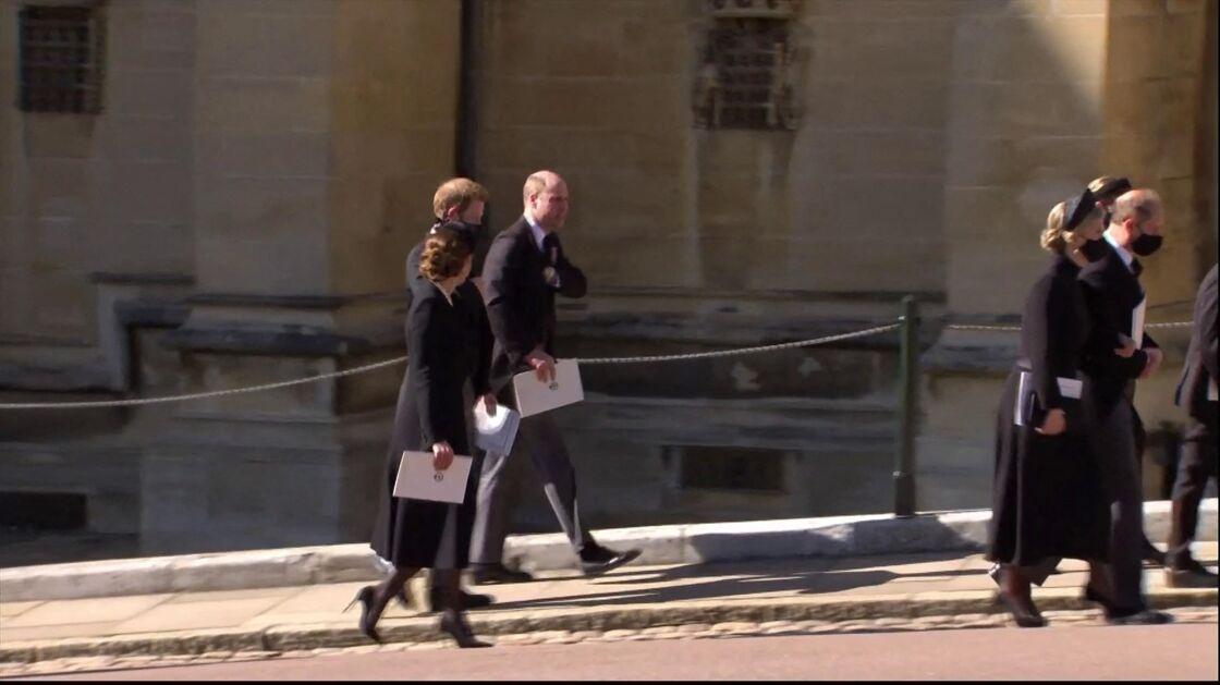 Le prince William et son épouse Kate Middleton, en compagnie du prince Harry, aux funérailles du prince Philip, duc d'Edimbourg à la chapelle Saint-Georges du château de Windsor, Royaume Uni, le 17 avril 2021.