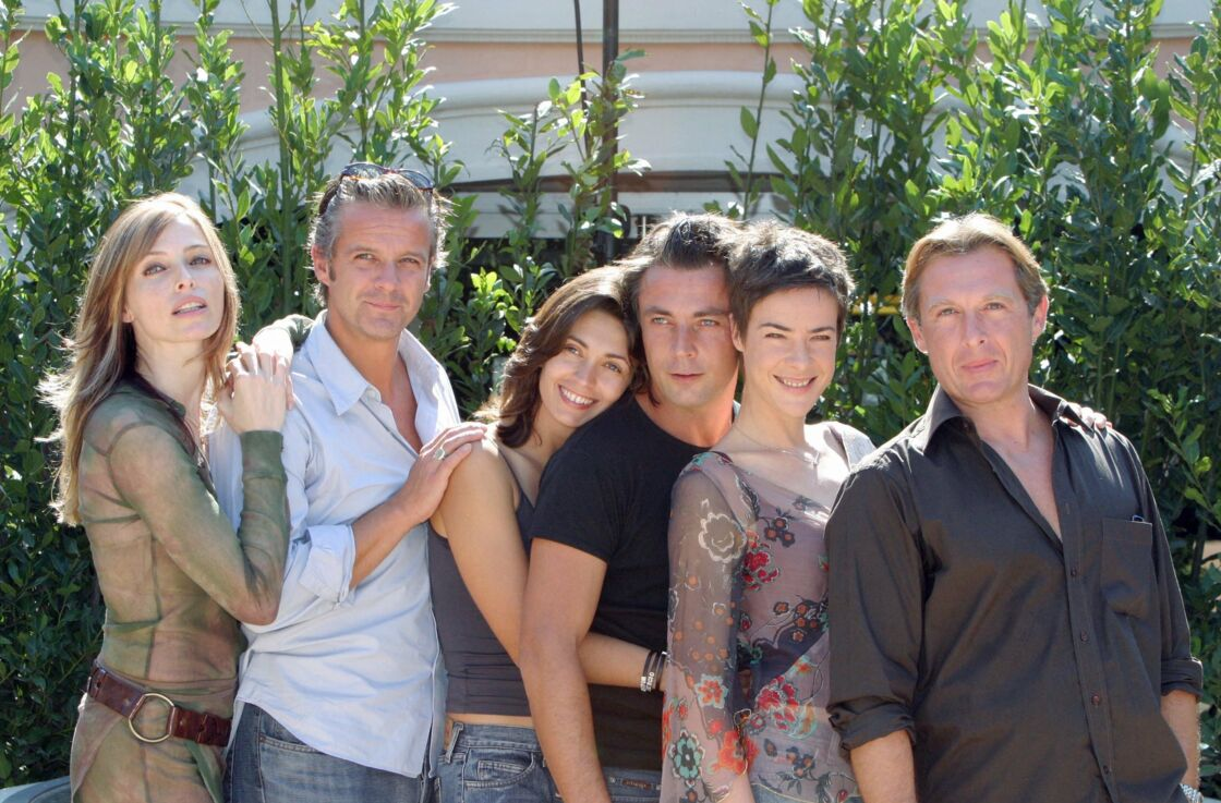 Frédéric Deban et le casting de Sous le soleil en 2003.