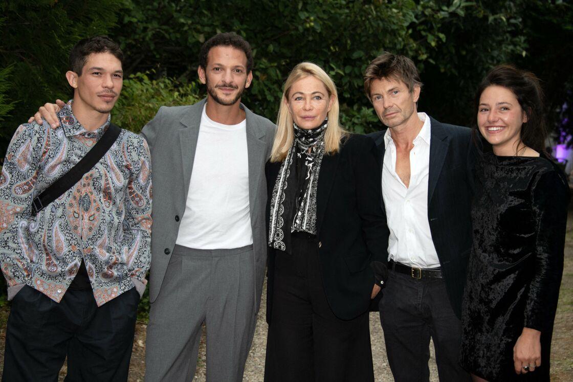 Emmanuelle Béart avec l'équipe du film L'Etreinte