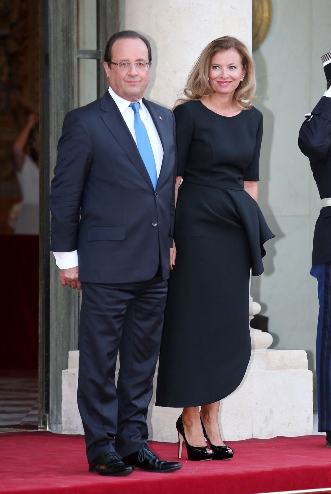 Valérie Trierweiler, sobre et élégante, auprès de François Hollande à l'Elysée, en septembre 2013
