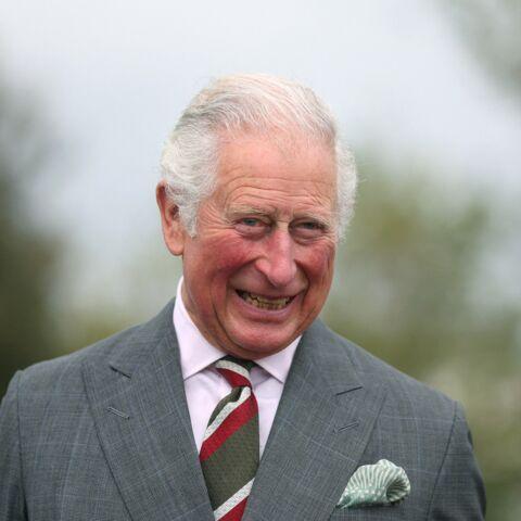 Le prince Charles évite une fâcheuse question sur Harry en public