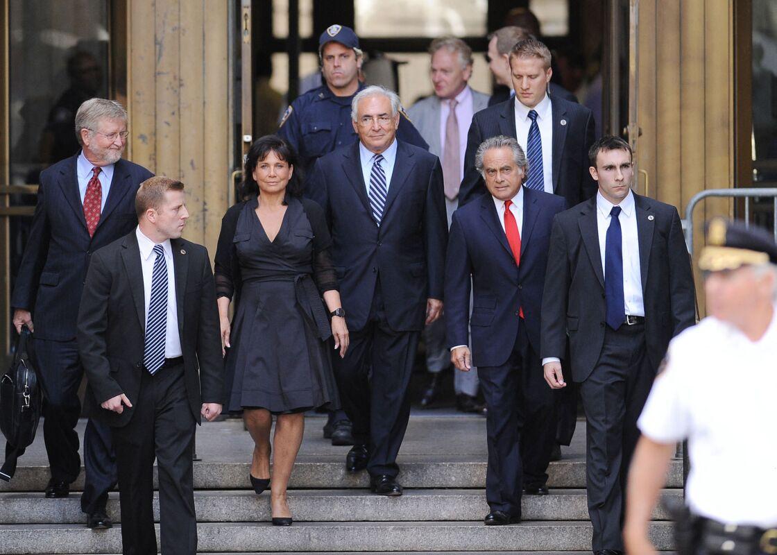 Dominique Strauss-Kahn et Anne Sinclair à la sortie du tribunal