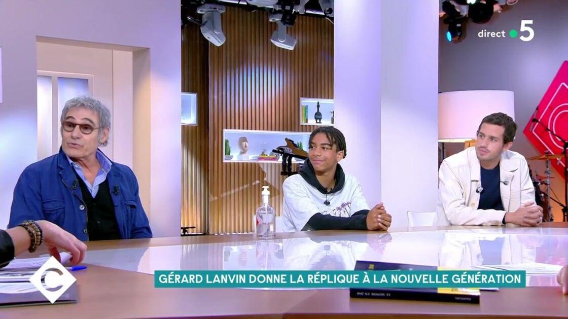 Gérard Lanvin, Victor Belmondo et Yoann Eloundou, invités sur le plateau de C à vous pour la promotion d'Envole moi, le 17 mai 2021