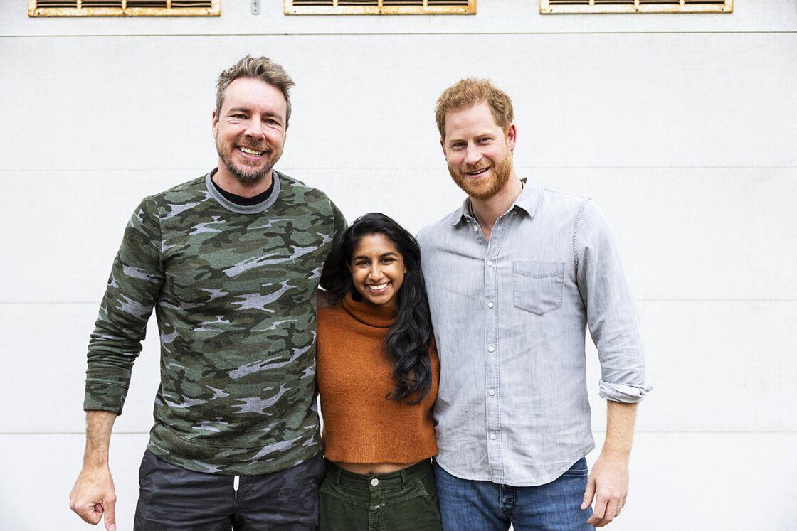 Le prince Harry avec les présentateurs Dax Shepard et Monica Padman du podcast