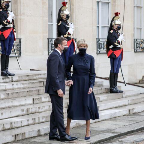 PHOTOS – Brigitte Macron new look: robe longue, chignon et boucles d'oreilles à l'Elysée