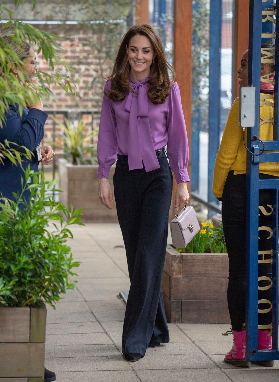 Kate Middleton est une morphologie H, peu de taille et épaules et hanches bien proportionnées.