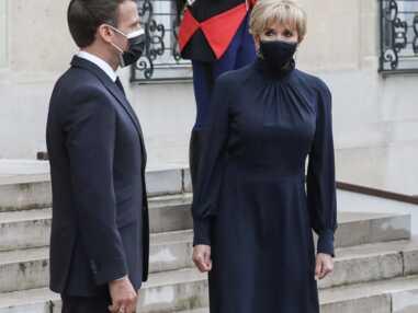 PHOTOS - Brigitte Macron en robe longue, chignon et boucles d'oreilles à l'Elysée