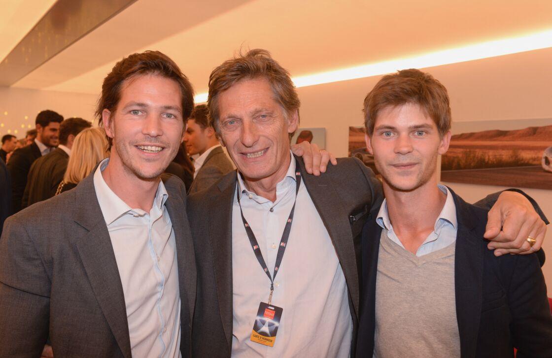 Antoine de Tavernost (à gauche), avec son père, Nicolas de Tavernost, et son frère, François, au Mondial de l'Automobile, en 2016.