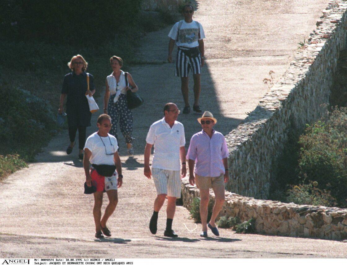 Jacques et Bernadette Chirac reçoivent des amis au Fort de Brégançon, en août 1995.