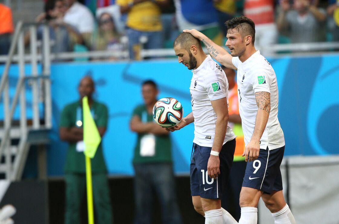 Olivier Giroud et Karim Benzema, pendant la Coupe du monde de la FIFA 2014, le 20 juin 2014.